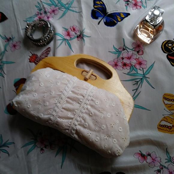 Vintage Handbags - Frame Bag Cotton Eyelet Wood Handle Vintage Cream